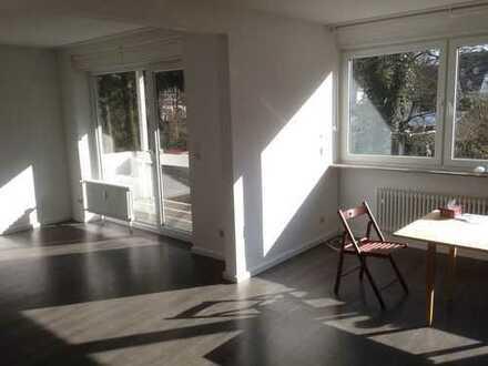 Helle 5 Zimmer Wohnung mit Balkonen in Villenkolonie Buchschlag nahe der S-Bahn (we speak English)