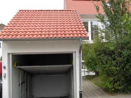Wir suchen Nachmieter für ein Einfamilienhaus (Doppelhaushälfte) mit kleinem Garten in Leonberg