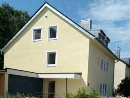 Stilvolle, vollständig renovierte 3-Zimmer-Dachgeschosswohnung mit EBK in Pasing, München
