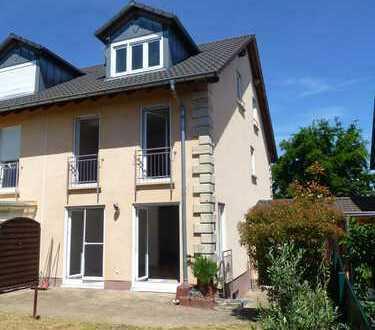 Neuwertige Doppelhaushälfte in Steinfeld