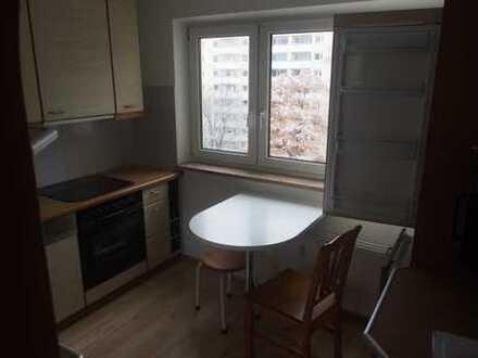 Gepflegte 3-Zimmer-Wohnung mit Balkon und EBK in Bogenhausen, München