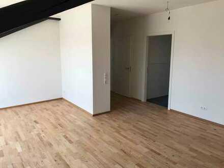 Attraktive 3-Zimmer-DG-Wohnung mit EBK in Herbolzheim (Aufzug vorhanden)