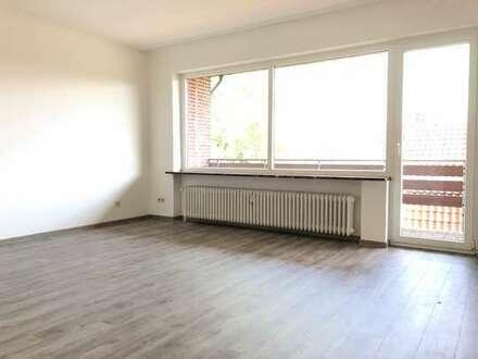 FRISCH RENOVIERT!!! 3-Zimmer Obergeschosswohnung mit Loggia