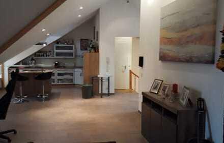 Luxus-2-Zimmer-Dachgeschosswohnung mit Loggia und EBK in Essen