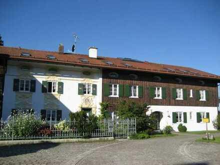 Sehr ruhige luxuriöse 2ZKB, Balkon, Tiefgarage, Wohnküche, sehr schöner Bergblick