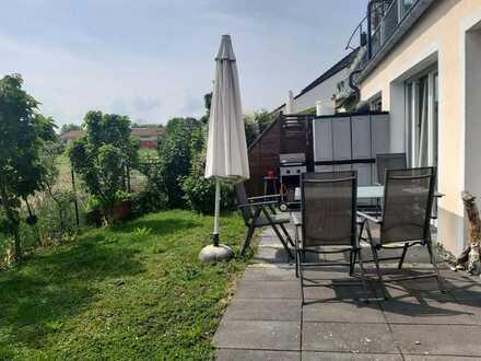 Großzügige und exklusive 5-Zimmer-EG-Wohnung mit Terrasse und Gartenanteil in Bestlage Finsing