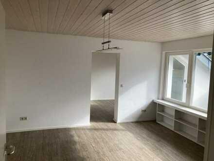 Schöne 2,5-Zimmer-Dachgeschosswohnung mit Balkon und EBK in Schwäbisch Gmünd