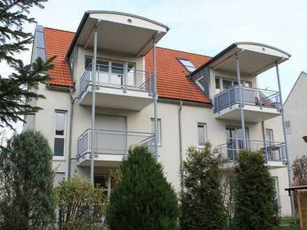 Ruhige Stadtrandlage im Grünen: Helle 2-Raum-Wohnung, Süd-Balkon mit Blick ins Grüne, 1. OG, TG,