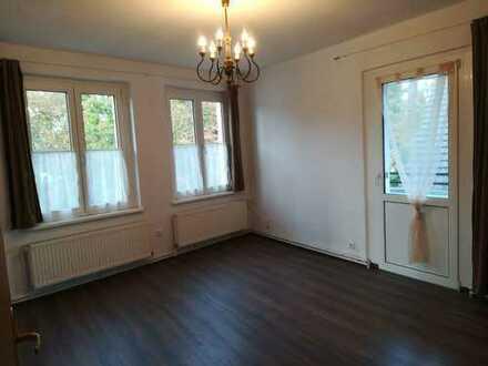 Gepflegte 4-Zimmer-Wohnung mit Balkon und EBK in Eichwalde