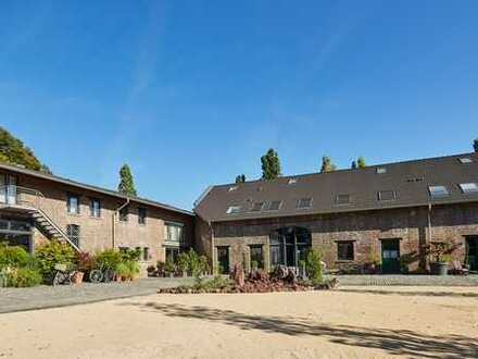 Eckhaus auf Vierkanthof - Erstbezug auf einem exklusiv sanierten Denkmalobjekt