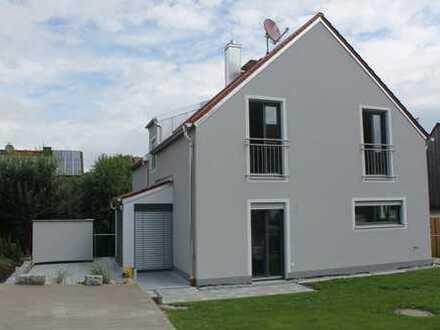 Thalhausen, neuwertige 2,5 Zimmerwohnung mit Gartenanteil