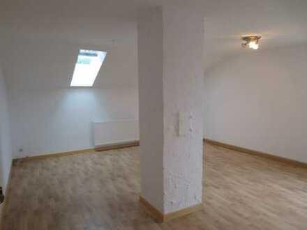 *Hübsche Mansarde ohne Balkon*neuw. Einbauküche* Gemeinschaftsgartenanteil* an Single zu vermieten