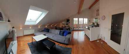 Stilvoll und exklusiv - neuwertige 3-Zimmer-Dachgeschosswohnung mit Balkon und EBK in Miesbach