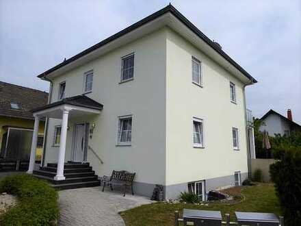 Exklusives und neuwertiges Haus mit traumhafter Terrasse