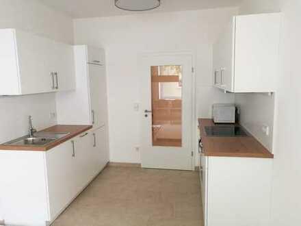 Erstbezug nach Sanierung: WG geeignete 3-Zimmer Wohnung mit EBK in Neuhausen