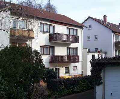 Gemütliche WG: Schönes Südzimmer mit Balkon für ältere Frauen