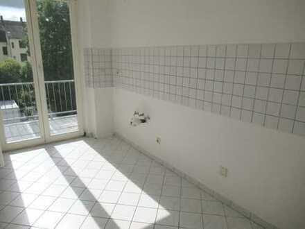 Familien herzlich willkommen! 3 Zimmer Wohnung mit Balkon!