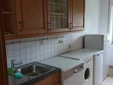 2 Zimmer in Wohngemeinschaft auf eigener 70qm- Ebene (Hochparterre, mit eigenem Wannenbad+Dusche)