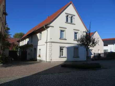 Dreiseitenhof im Zentrum von Regis-Breitingen zu verkaufen.