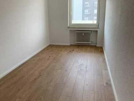 3-Raum-Wohnung mit Einbauküche, Balkon und Stellplatz!