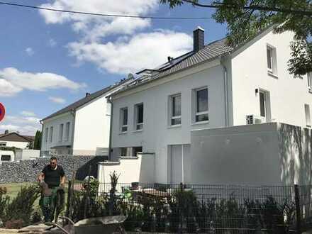 NEUBAU-Erstbezug! Einfamilienreihenhaus in zentraler Lage von Rodenbach