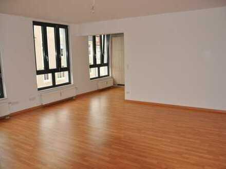 Riesige 5 Raum Wohnung im Stadtzentrum