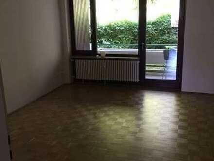 Schöne, neu sanierte 3 Zimmer EG Wohnung mit Balkon