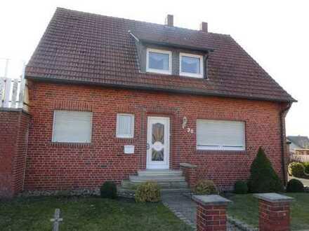 Einfamilienhaus mit Einliegerwohnung und Garage