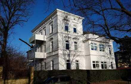 Modernisierte Altbauwohnung in herrschaftlicher Villa mit Fördeblick & Strand vor der Tür