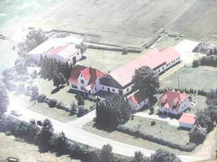 Hof Esemble mit 32 Hektar arrondiert, zwei Wohnhäuser und Stallgebäude, Lage in der Natur