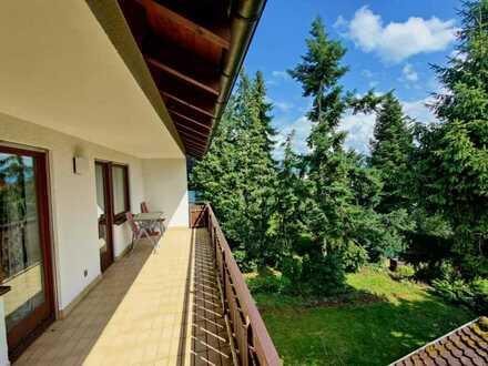 Großzügige 5-Zimmer-Wohnung mit großem Balkon in Aussichtslage