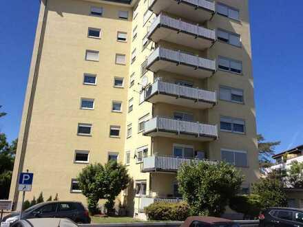 Schöne 2 Zimmer/Küche/Bad /WC und Balkon ETW zu verkaufen