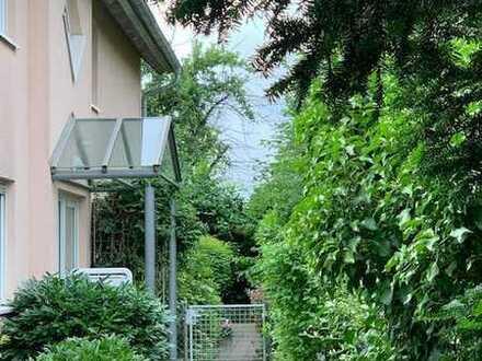 Idyllische Lage ... Gepflegte 4 Zimmer- Wohnung mit sonnigem Balkon ...