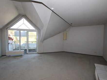 Leerstehende Dachgeschoss-Wohnung mit individuellem Grundriss