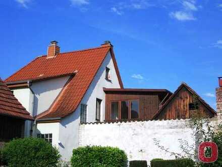 Freistehendes 1-Familienhaus mit Hof und Garten in guter Lage - Leider stark renovierungsbedürftig
