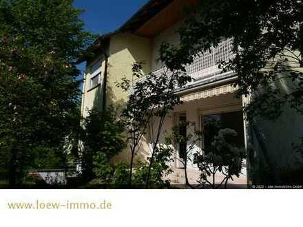Renovierungsbedürftiges Einfamilienhaus mit schönen Grundstück !!