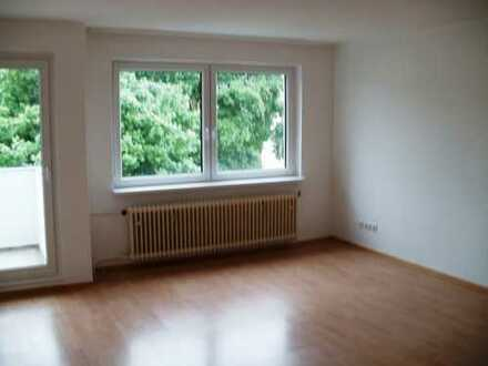 Kapitalanlage- 3-Zimmer-Wohnung mit Einbauküche, Balkon und Wannenbad/Laminat