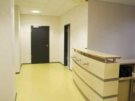 *Moderne Büro-/ Praxisräume im EG mit Stellplätzen zentrumsnah in Hermeskeil*