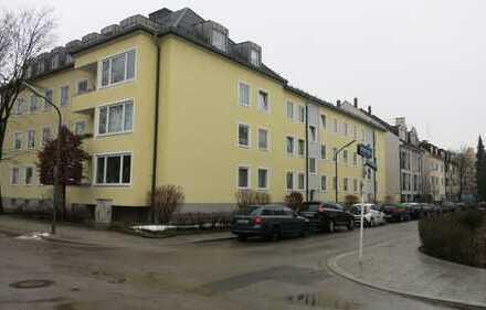 Nymphenburg, ruh. sonn. 2 Zimmer-Wohnung m. Balkon 56 qm im 1.OG