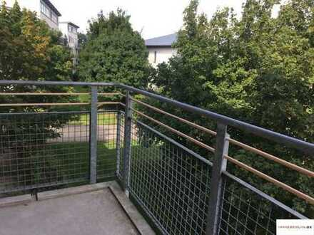 IMMOBERLIN: Gepflegte Wohnung mit ruhigem Balkon