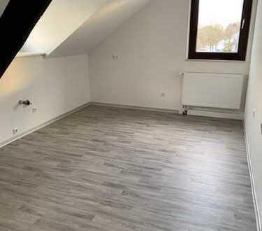 Ansprechende, vollständig renovierte 2-Zimmer-DG-Wohnung zur Miete in Viersen-Süchteln
