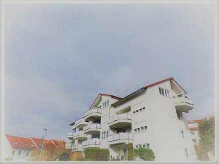 Tolle 4,5 Zimmer-Galerie-Wohnung mit Balkon, EBK&TG-Stellplatz!