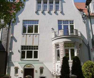 Top renovierte Maisonette-Wohnung mit drei Zimmern im begehrten Philosophenviertel