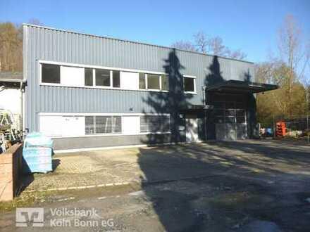 Hennef-Bröltal- Repräsentative Lager-/Produktionshalle mit Büroräumen und großem Grundstück
