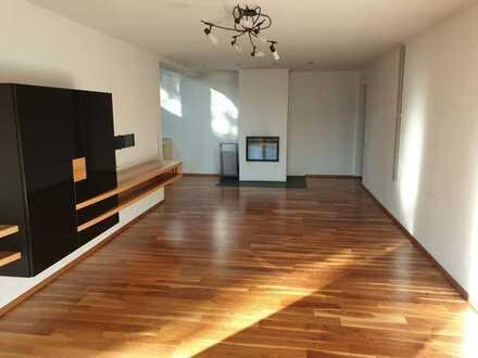 Schöne und sehr hochwertig ausgestattete Wohnung in einem EFH