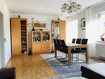 Gut geschnittene 4-Zimmer-Wohnung mit Balkon und Einbauküche im Herzen der Stadt