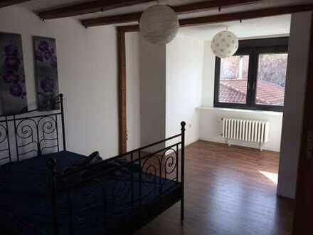 Schöne helle 2-Zimmer Dachgeschoß-Wohnung in Walberberg