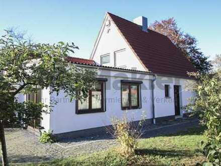Modern, familienfreundlich, naturnah: Kernsaniertes EFH mit Terrasse, Garten und Kamin!