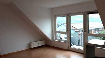 Schöne helle 29 qm Etagenwohnung mit Balkon in Heidelberg-Kirchheim zu vermieten.