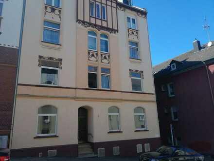 Einmalig Reduziertes Konvolut aus 3 Wohnungen + Stellplätzen & Dachgeschoss zum ausbauen
